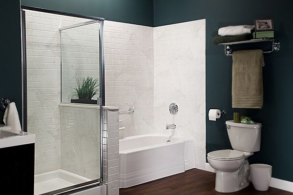 White Classic Bath & Silver White Marble Subway Walls with Chrome_IMG_3989_LR_bp
